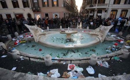 barcaccia-roma-piazza-di-spagna-danni (1)