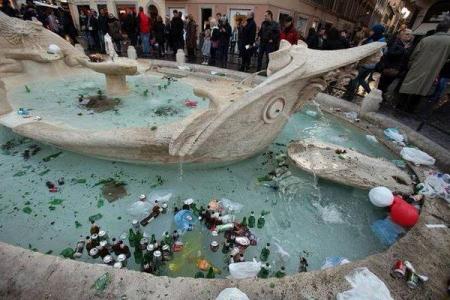 barcaccia-roma-piazza-di-spagna-danni (8)