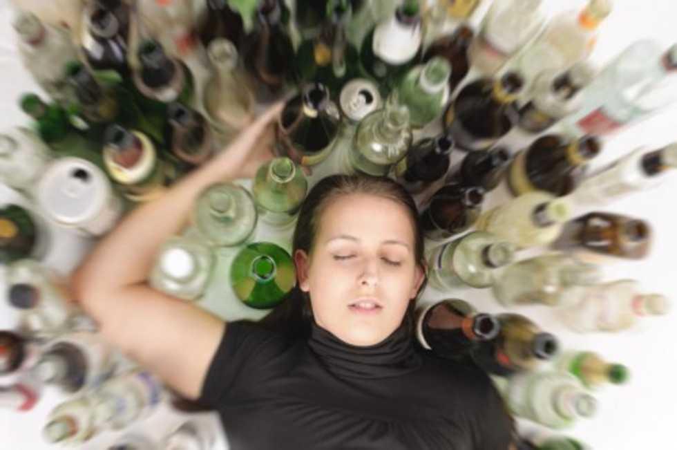 ragazza ubriaca alcol