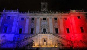 """Attentati di Parigi, """"è un attacco a tutta l'umanità"""": il mondo s'illumina con i colori della Francia"""