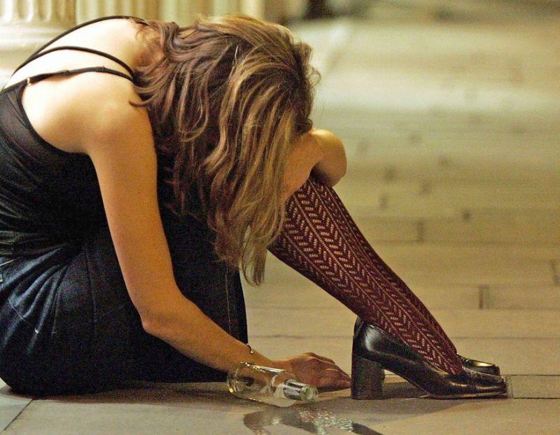 alcol donna ubriaca