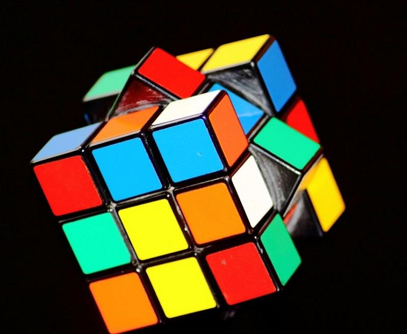 Robot risolve il Cubo di Rubik in un secondo