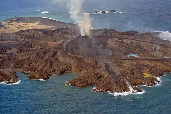 nishinoshima-isola-giappone-vulcano