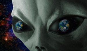 """WikiLeaks shock: """"Il Vaticano sa degli alieni"""". Le email segrete dell'astronauta"""