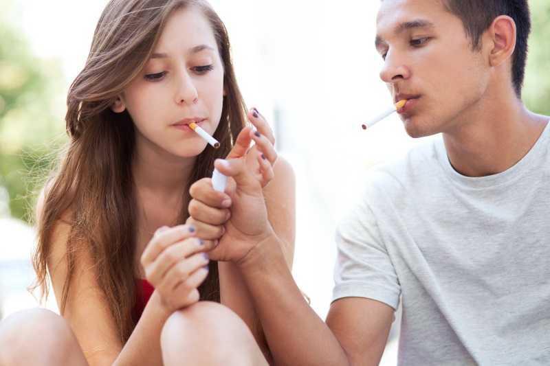 adolescenti fumo sigarette