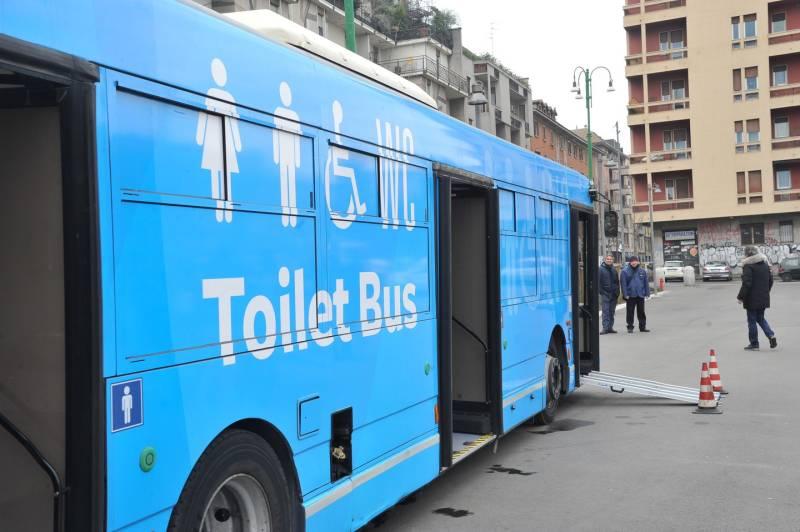 toilet bus