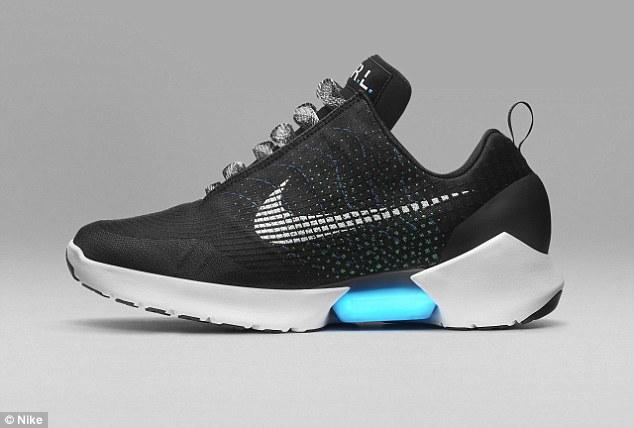 Nike HyperAdapt 1.0, le scarpe autoallaccianti costano 720