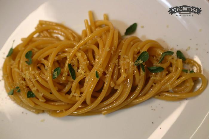 Spaghetti con colatura di peperoni, agrumi e frutta secca. Photo Credit: Carlotta Benvenuti