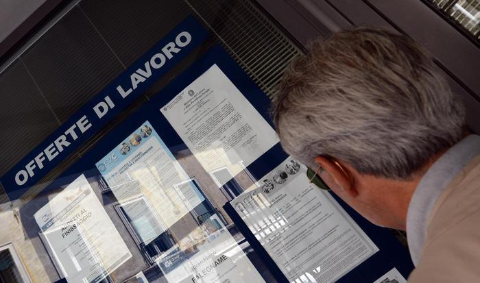 Lavoro:Istat, ad aprile +159.000 occupati su mese