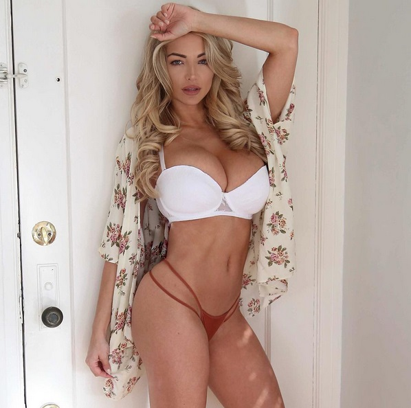 Lindsey Pelas (2)
