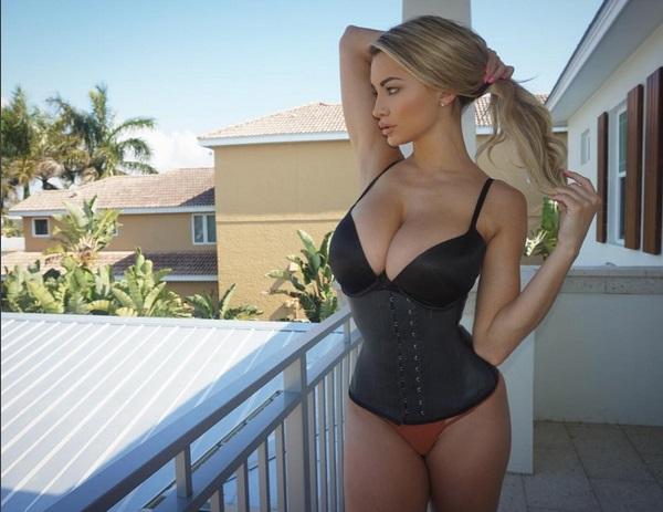Lindsey Pelas (3)