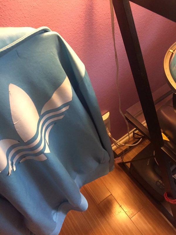 official photos 0489c 34a4d Di che colore vedi questo giacchetto? #TheJacket impazza sul web