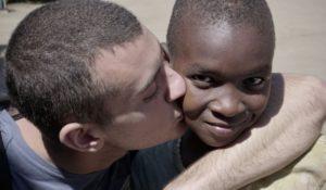 AFRICA: TUKO PAMOJA, NON ASPETTARE DI ESSERE FELICE PER INIZIARE A SORRIDERE