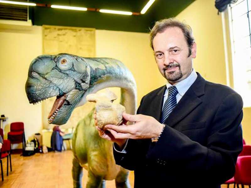 dinosauro sauropode Tito (2)
