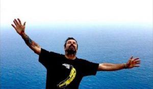 Pau Donés, la musica e la malattia in un'avvincente biografia