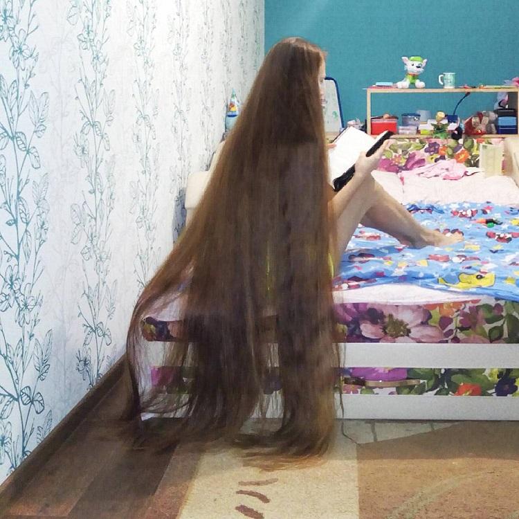 Dashik Gubanova Freckle: capelli da record, non li taglia da 13 anni