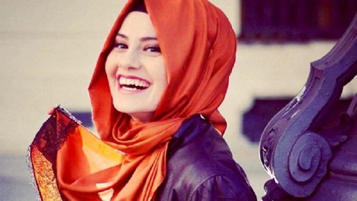 iran modella con hijab velo islamico