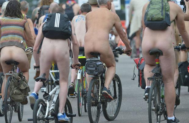 ciclisti nudi