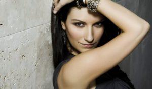Laura Pausini incinta. La cantante smentisce con una foto
