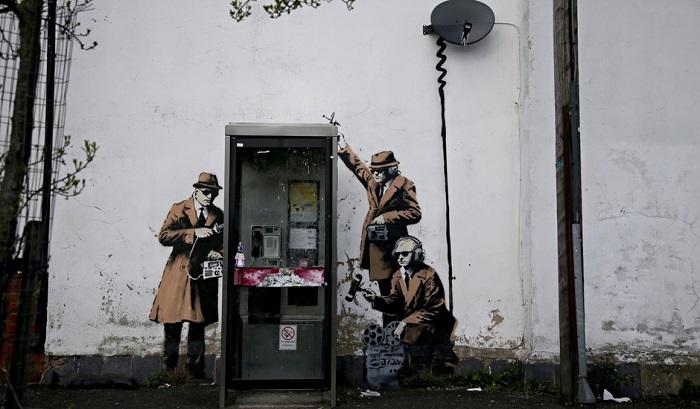 http://www.diregiovani.it/wp-content/uploads/2016/08/Banksy-The-Spy-Booth.jpg