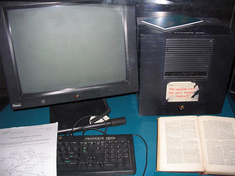 Il computer utilizzato da Tim Berners-Lee per realizzare il primo server web, esposto al Museo Microcosm del CERN