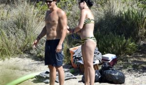 Nudo integrale per Orlando Bloom. La vacanza hot in Sardegna (FOTO)