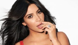 Kim Kardashian in topless su Instagram. Lo scatto del post aggressione a Parigi