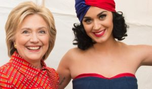 Katy Perry nuda per sostenere Hillary Clinton. Il video di Funny or Die