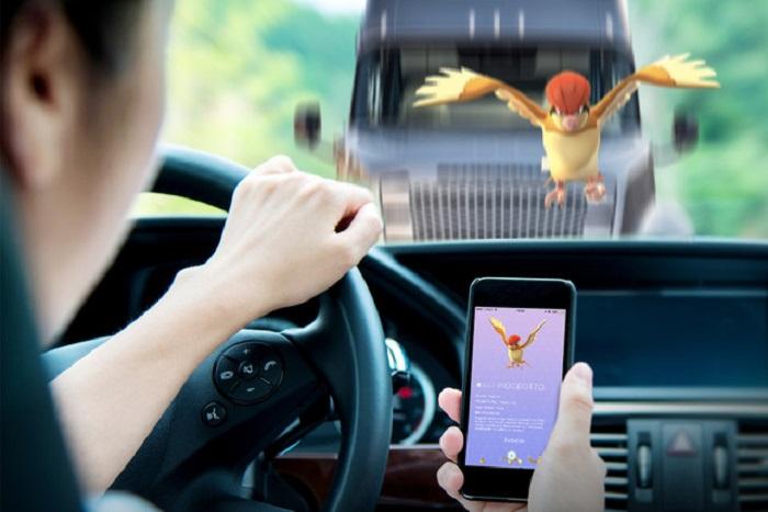 giocare a pokémon go in auto