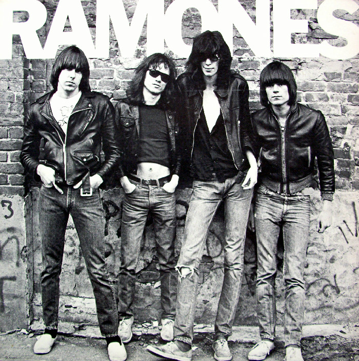 La copertina del primo album dei Ramones