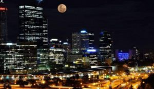 """La Luna s'illumina di """"rosa"""" nella notte del Solstizio d'Estate"""
