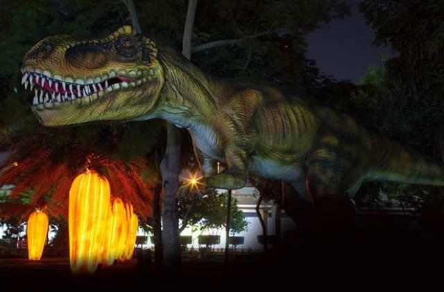 dinosauri-dubai-garden-glow