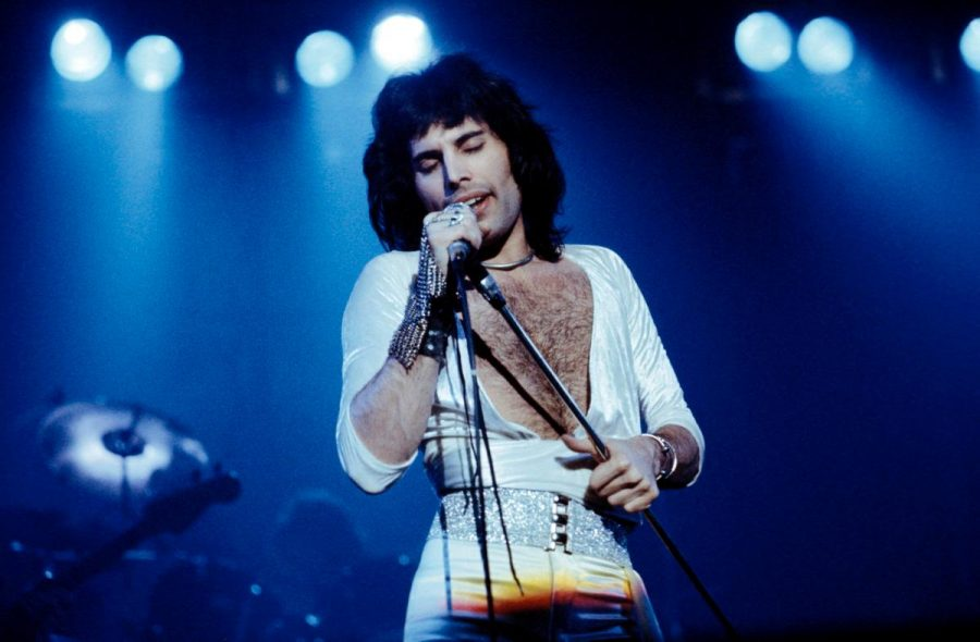 freddie-mercury-performing-1975