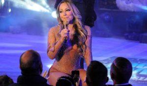 Playback disastroso a Capodanno. Mariah Carey abbandona il palco