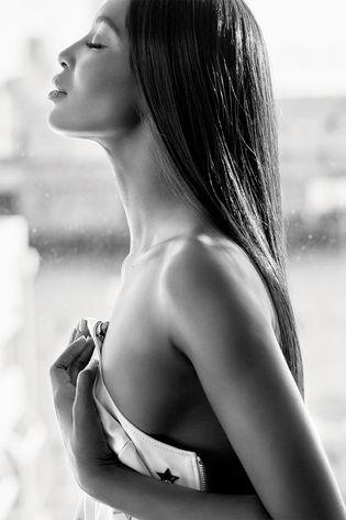 naomi_campbell_topless