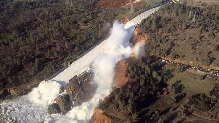 California diga a rischio Oroville