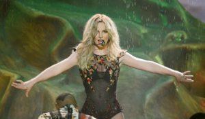 Incidente hot per Britney Spears sul palco del Piece Of Me Tour. Il video