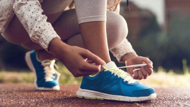 perché si slacciano le scarpe