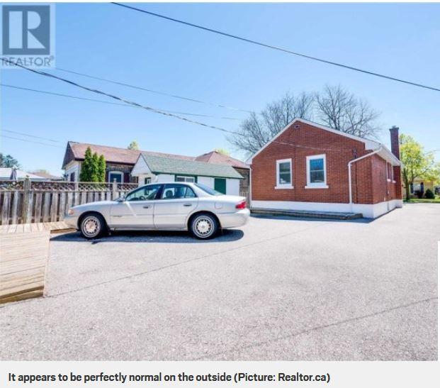 Una casa piena di clown in vendita in canada e si tratta - Casa piena di zanzare ...