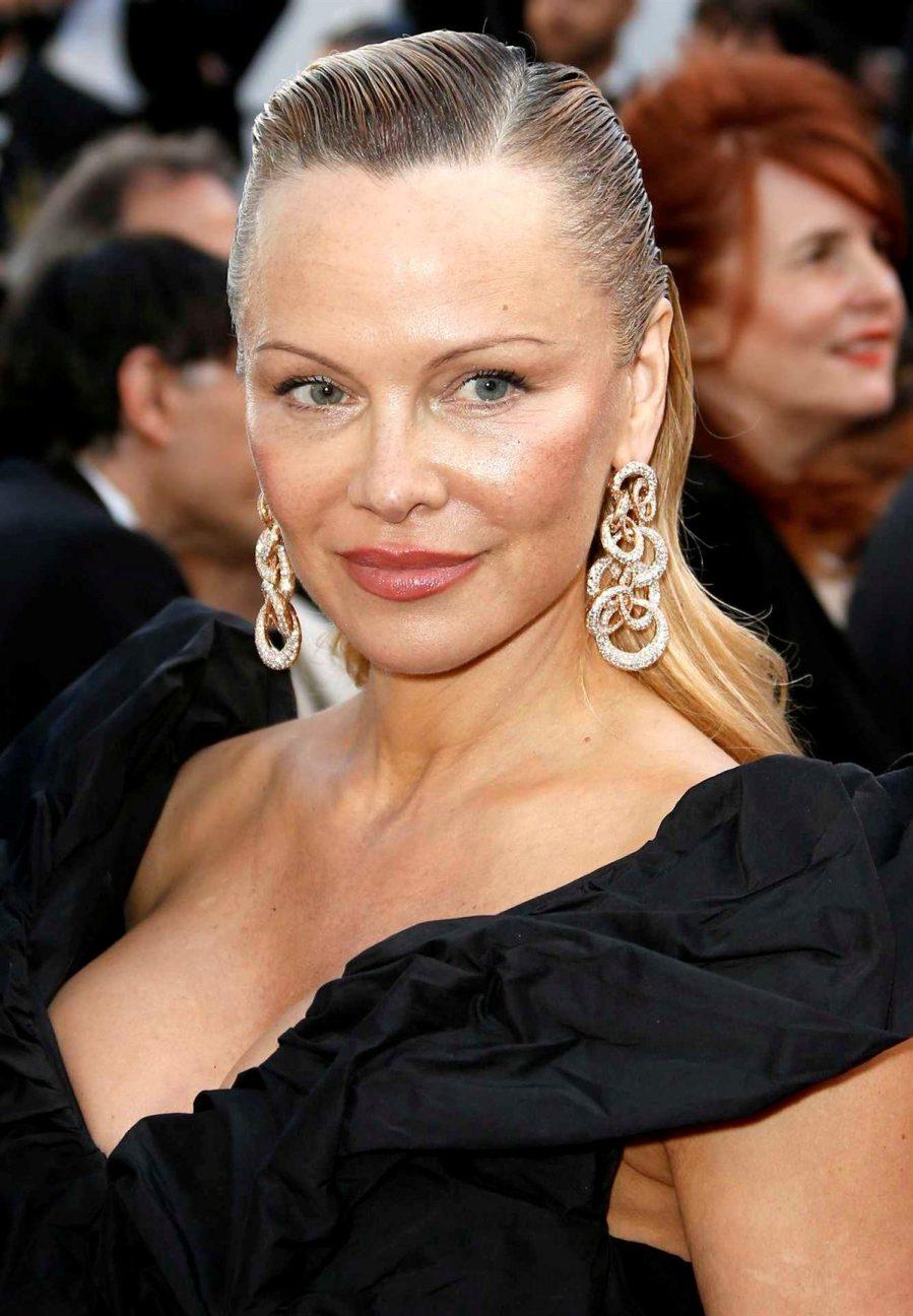 Pamela Anderson irriconoscibile a Cannes