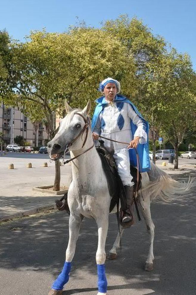 Matrimonio Principe Azzurro : Il principe azzurro esiste con cavallo bianco si