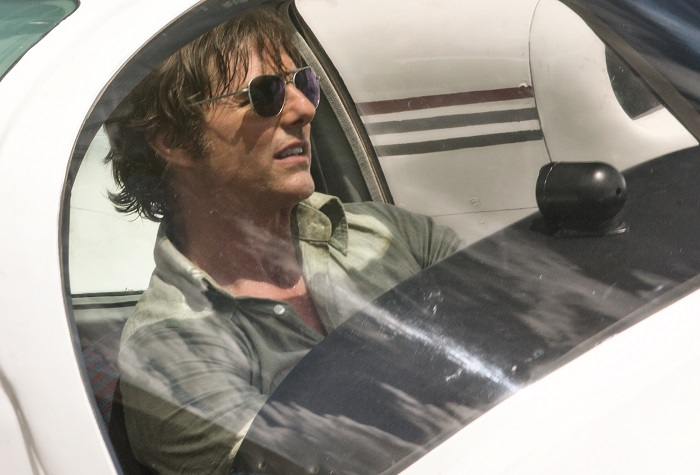 La prima clip italiana di Barry Seal, Tom Cruise pilota in caduta libera