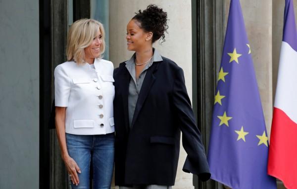 Rihanna fa visita alla première dame Brigitte Macron: