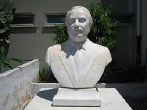 distrutto busto di Giovanni Falcone