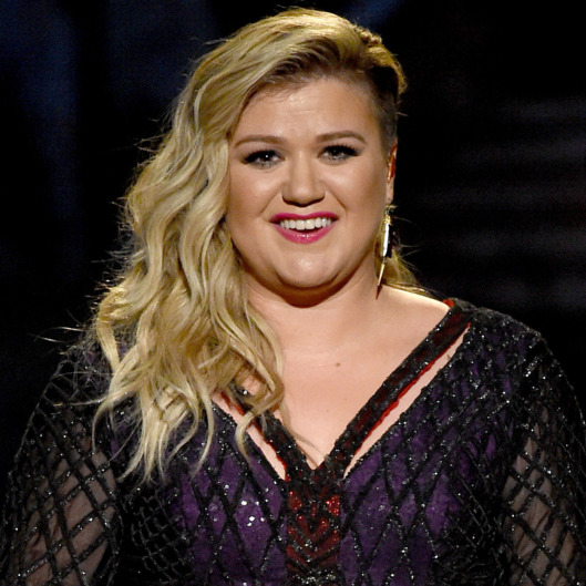 kelly clarkson contro chi le dà della grassa