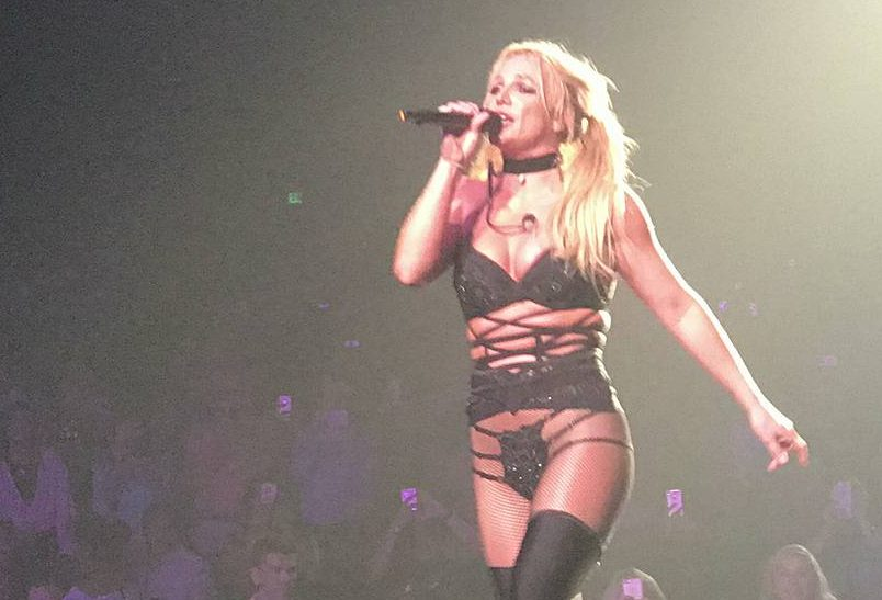 Britney Spears canta something to talk about