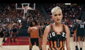 Katy Perry giocatrice di basket nel nuovo video Swish Swish