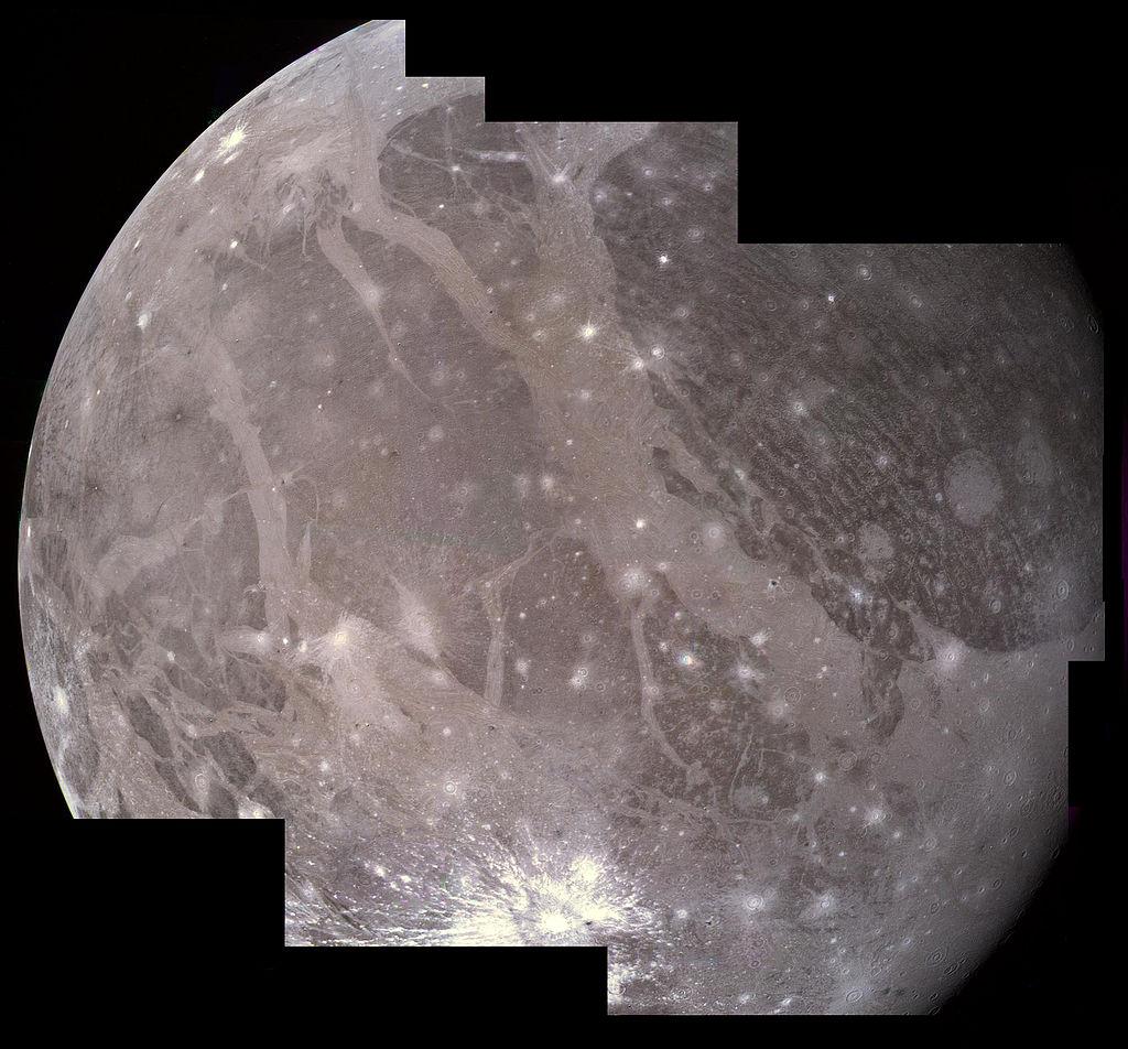 PIA00081_Ganymede_Voyager_2_mosaic