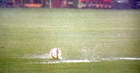 campionato di calcio sotto l'acqua