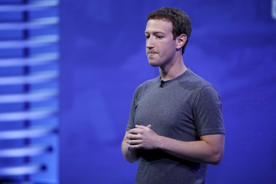Mark Zuckerberg si scusa per Facebook